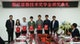 李根生副校长与张育薪博士一起为获奖学生颁发奖学金荣誉证书