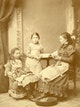 Else Abbe with her daughters Paula and Grete.