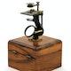 Frühes einfaches Mikroskop, wie es Carl Zeiss ab 1847 herstellte