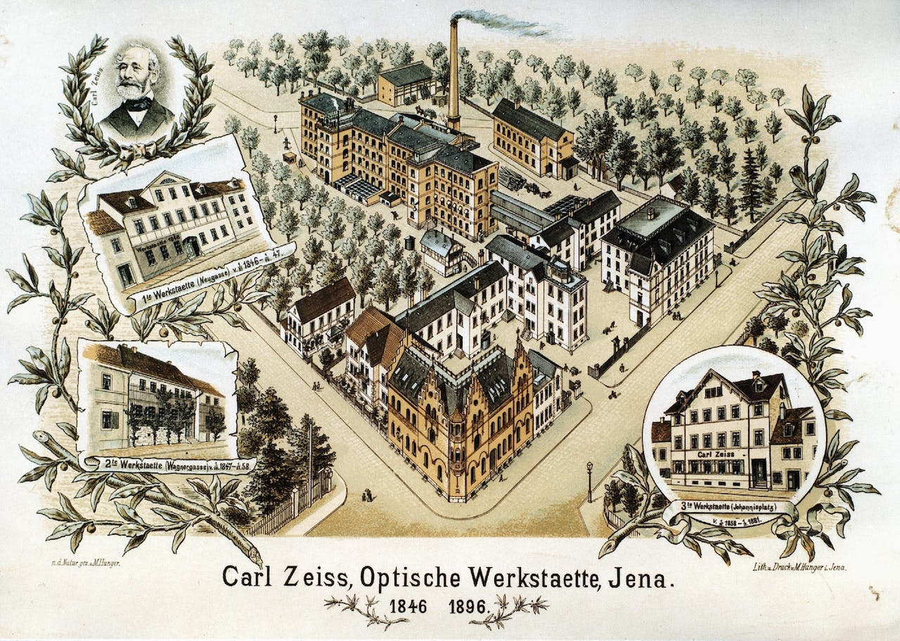 Anniversary postcard from the Carl Zeiss Optical Works, 1896. It depicts the first workshop (Neugasse 7, 1846-1847), the second workshop (Wagnergasse 32, 1847-1858), the third workshop (Johannisplatz 10, 1858-1881) and the first buildings of what was to become the main factory (since 1881, ©ZEISS Archives).