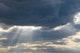 Wolken bieten nur einen unzureichenden Schutz vor UV-Strahlung, an manchen Tagen können sie sogar die UV-Belastung verstärken.