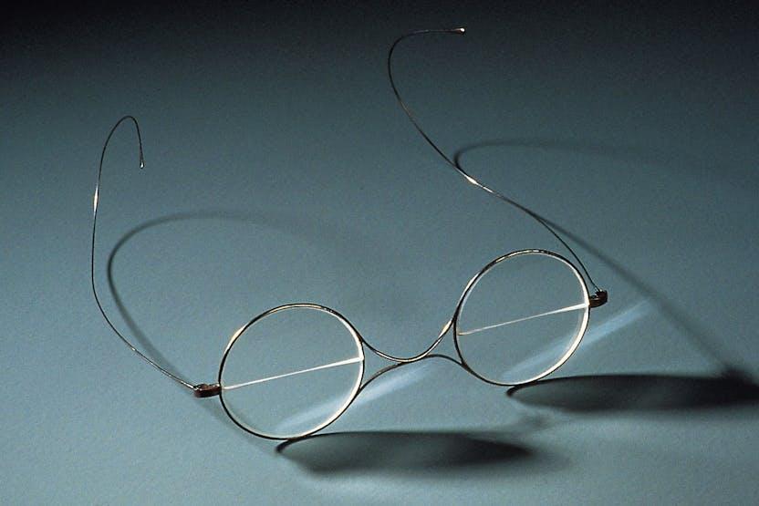 Óculos bifocais do tipo inventado por Benjamin Franklin (c. 1860). Museu de ccba01a316